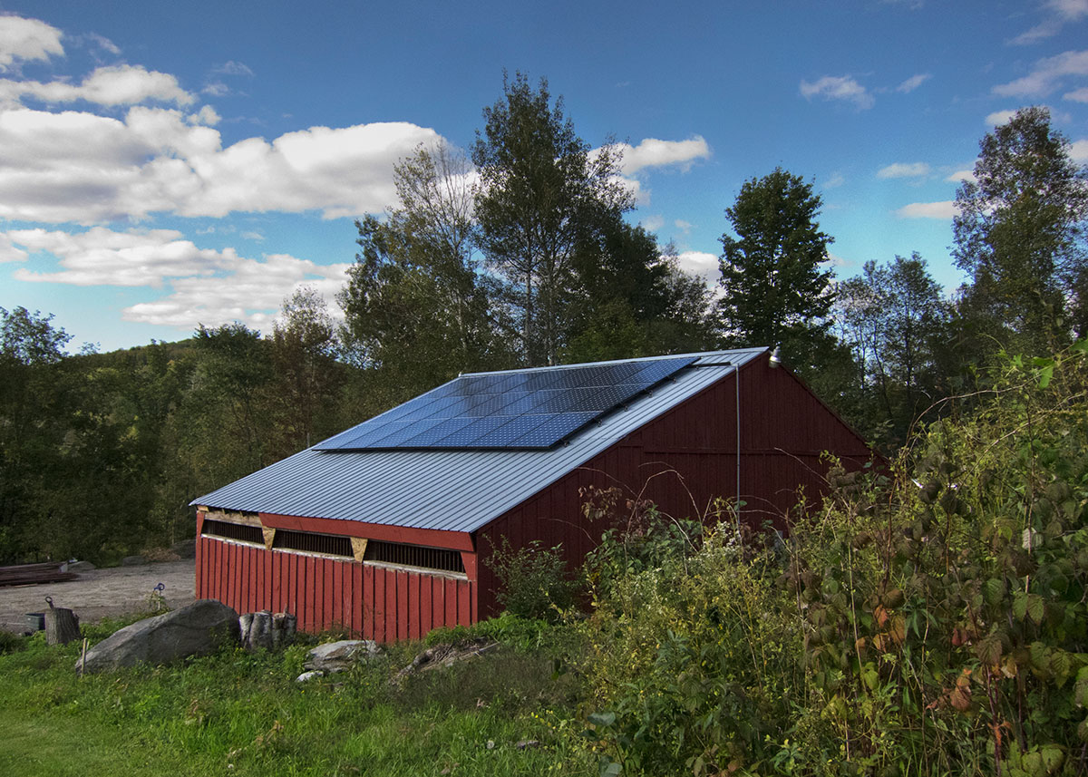 A barn with solar panels on the roof